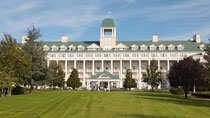 Disney's Newport Bay Club® inkl entrébiljetter - familjehotell med bra barnrabatter.