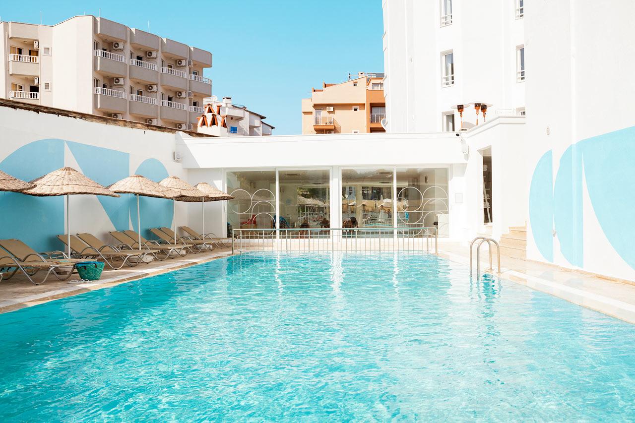 Sunprime Beachfront - Slå dig ned och unna dig själv en rogivande stund vid poolen