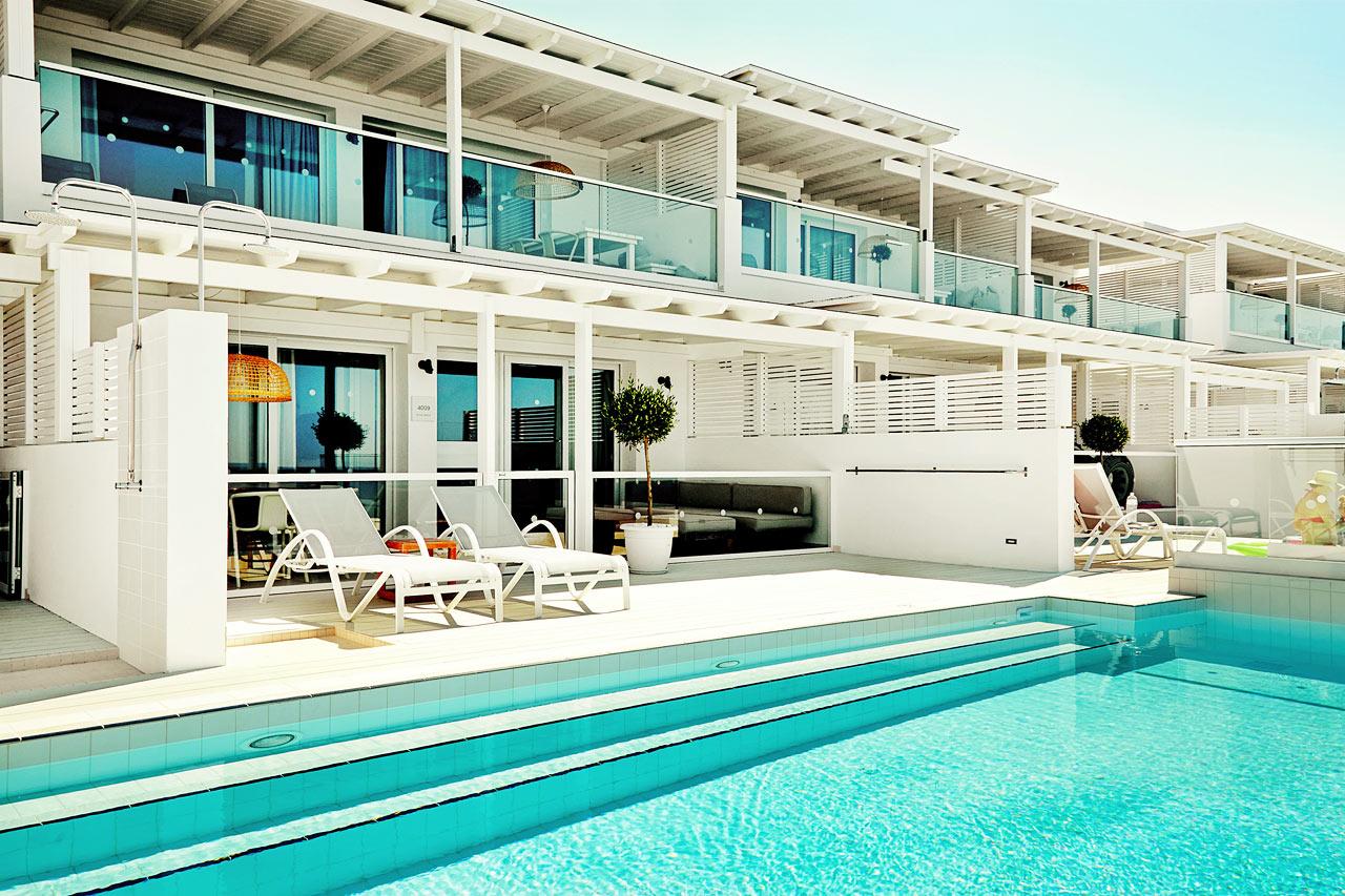 Trerumslägenhet Royal Pool Suite stor terrass med havsutsikt och access till privat, delad pool, Afrodite