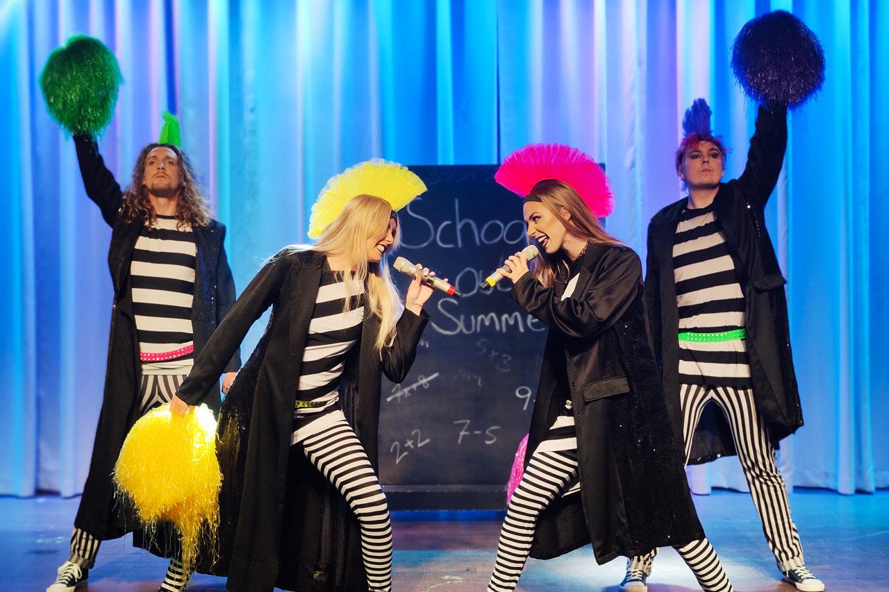 Sunwing Sandy Bay Beach - De flesta kvällar i veckan bjuder Vings showteam på professionella scenshower.