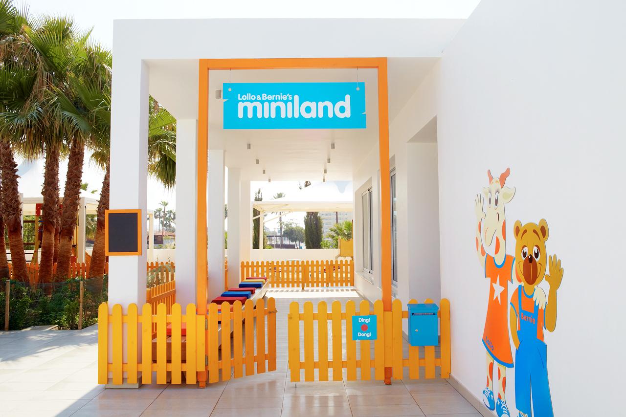 Sunwing Sandy Bay Beach - Till Lollo & Bernies Mini Land är alla barn välkomna för att leka, pyssla och titta på film.