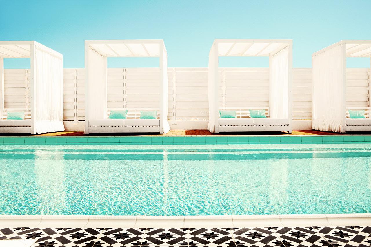 Sunwing Sandy Bay Beach - I hotellets lugna spapool kan du koppla av innan eller efter din bokade behandling.