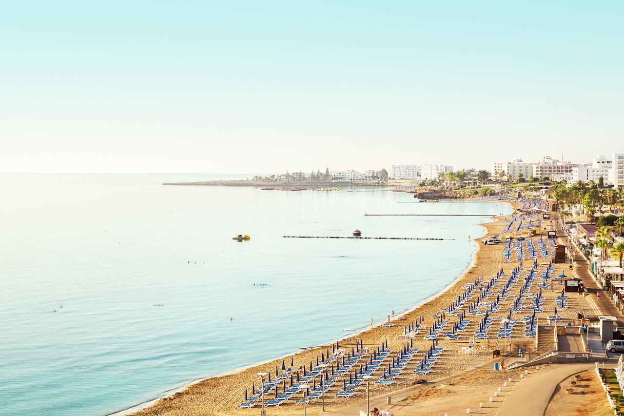 Stranden nedanför hotellet.