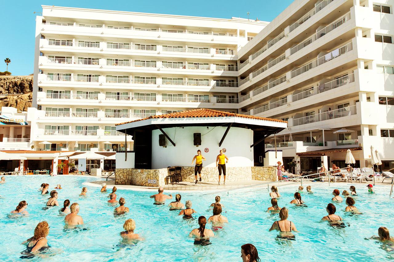 Prova på vår populära water aerobics under din vistelse.