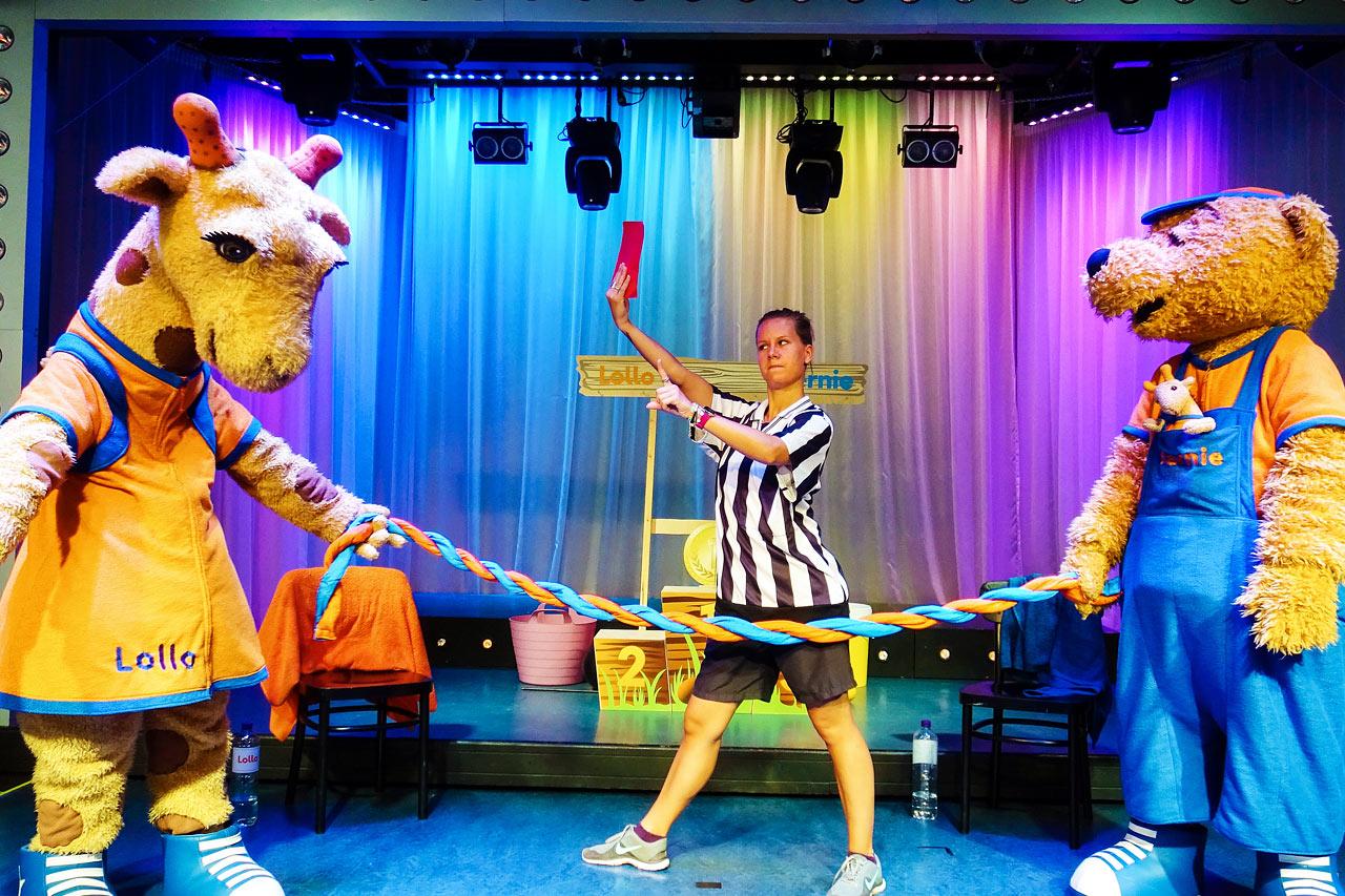 Lollo är den dansglada giraffen som älskar att dansa och skoja.