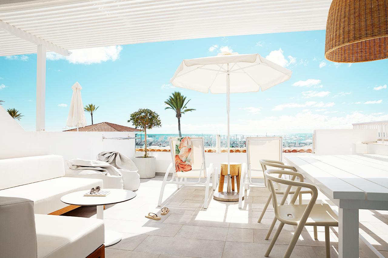 Tvårumslägenhet Royal Lounge Suite, stor balkong med havsutsikt.