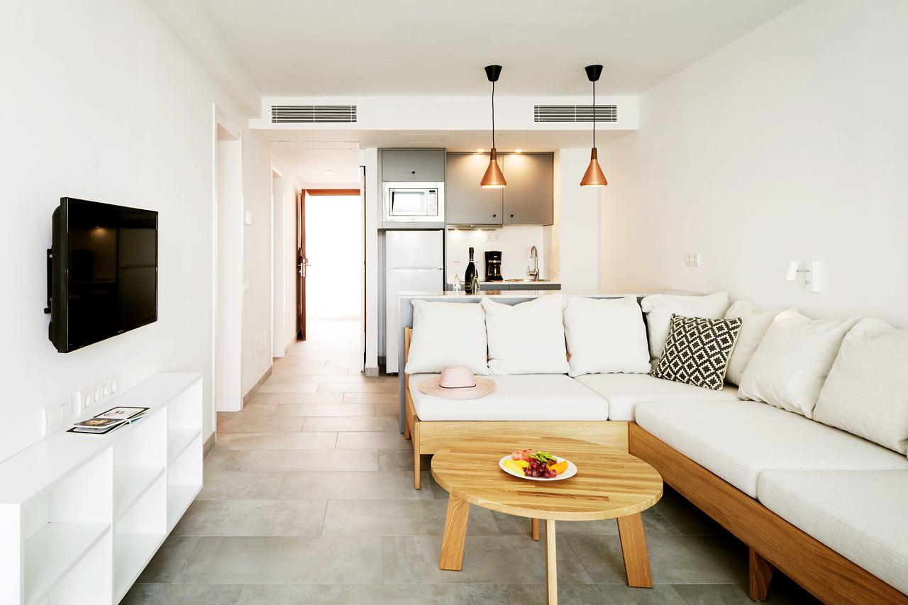3-rums Club Suite med inhägnad terrass och access till privat, delad pool.