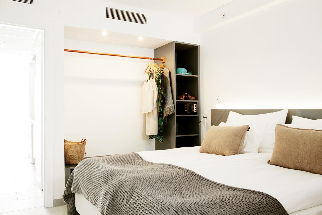 2-rums Club Suite med balkong och havsutsikt.