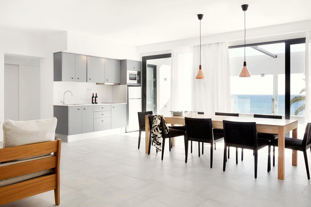 3-rums Generous Suite med stor tak- och loungeterrass med havsutsikt