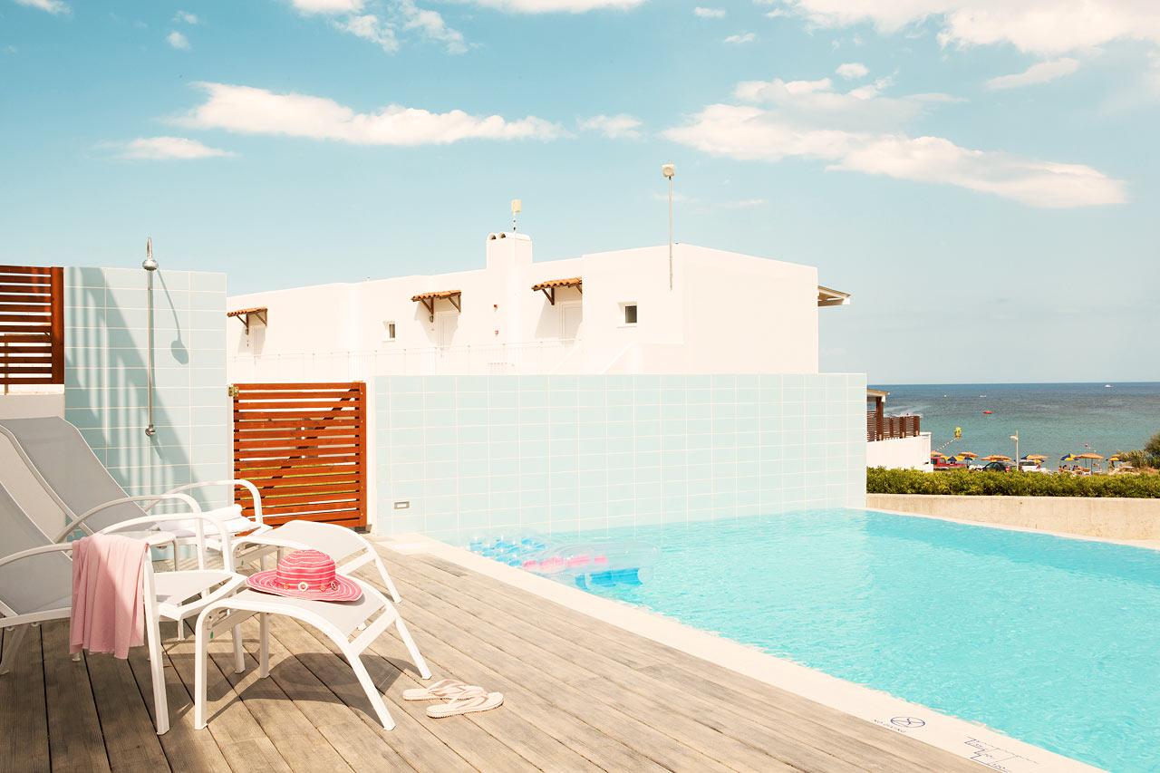 Sunwing Kallithea Beach - Trerumslägenhet Royal Pool Suite med stor terrass och delad, privat pool, Helios. Poolen delas med 4-6 andra sviter.