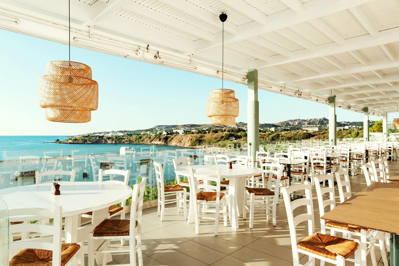 Sunwing Kallithea Beach - I den nyrenoverade bufferestaurangen på Helios kan du njuta av mat och dryck.