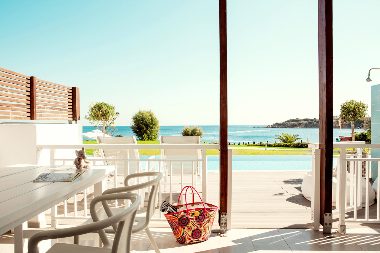 Sunwing Kallithea Beach - Tvårumslägenhet Royal Pool Suite med stor terrass med havsutsikt och access till privat, delad pool, Triton.