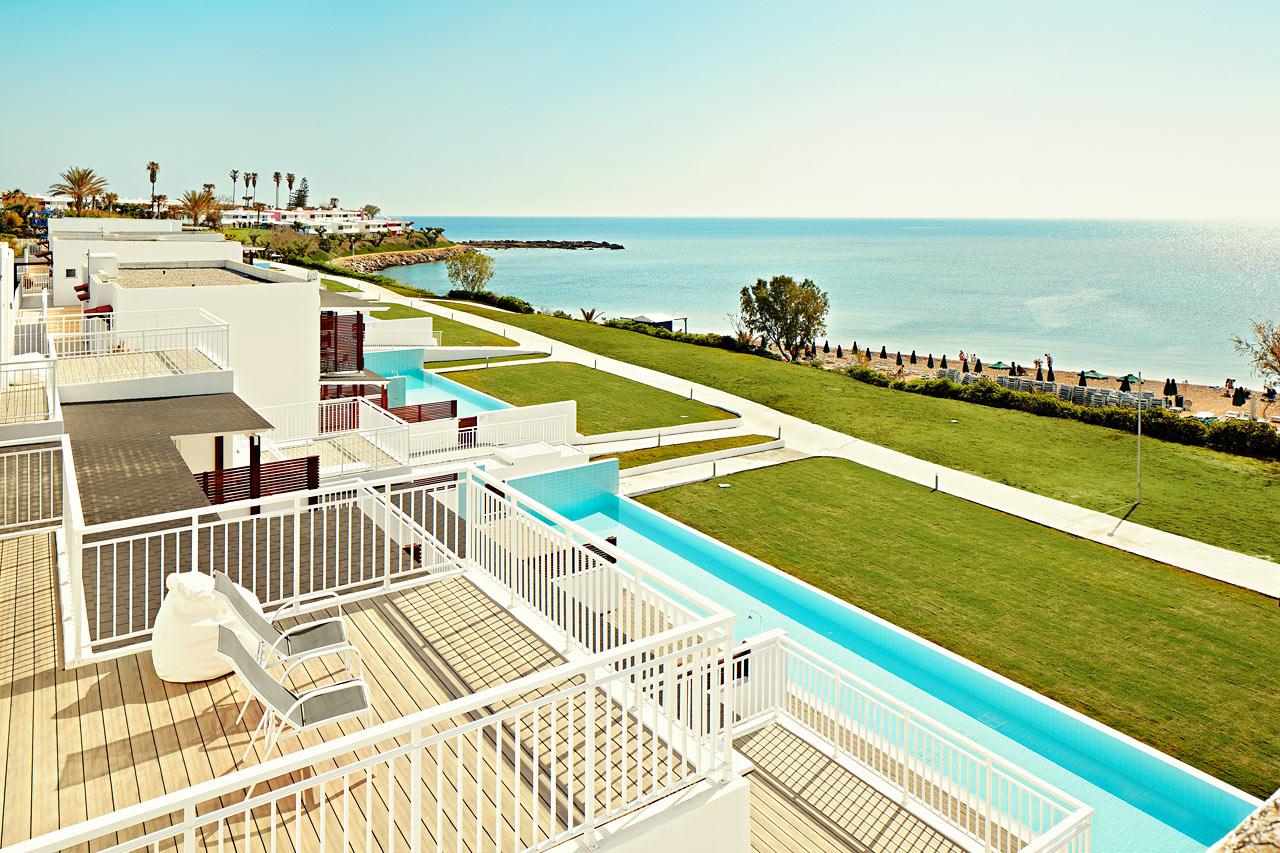 Sunwing Kallithea Beach - Lägenheterna i Triton har perfekt havsutsikt och möjlighet till swim out/direkt poolaccess.