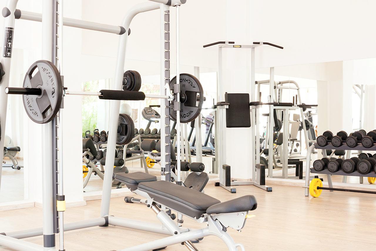 Sunprime Miramare Beach - I hotellets gym finns både maskiner och fria vikter.