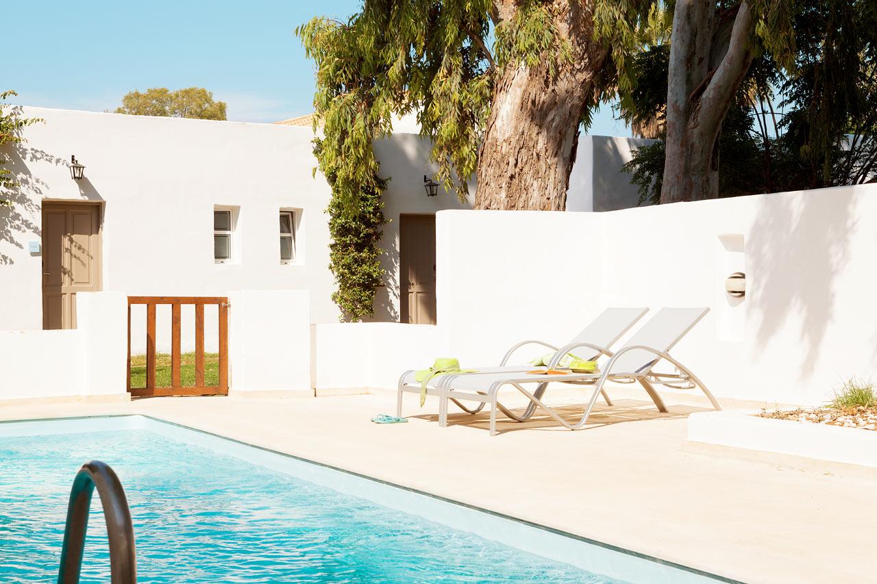 Sunprime Miramare Beach - Prime Pool Suite, terrass mot trädgården med privat pool