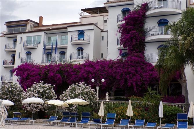 Sant Alphio Garden I Giardini Naxos Boka Hotell Hos