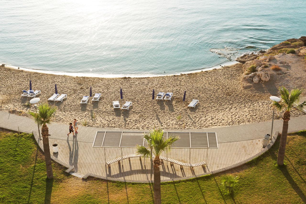 Turister fast pa cypern i ett dygn